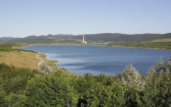 Jezero Milada, pohled od SZ. Kredit: RomanM82 / Wikimedia Commons.